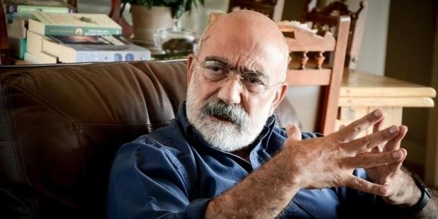 """Ahmet Altan, """"kamu görevlisine hakaret"""" davasında beraat etti"""