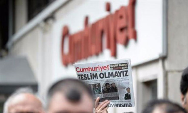 Cumhuriyet davasında gazetecilere ceza yağdı