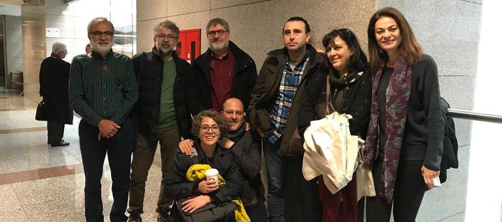 Dokuz gazeteciye Özgür Gündem ile dayanışma cezası