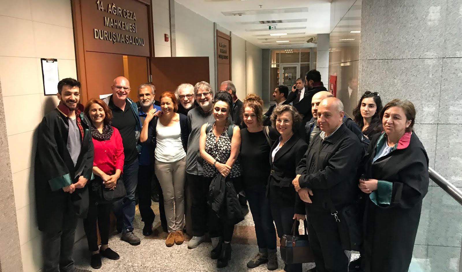 Özgür Gündem'e destek veren gazetecilere hapis cezası talebi