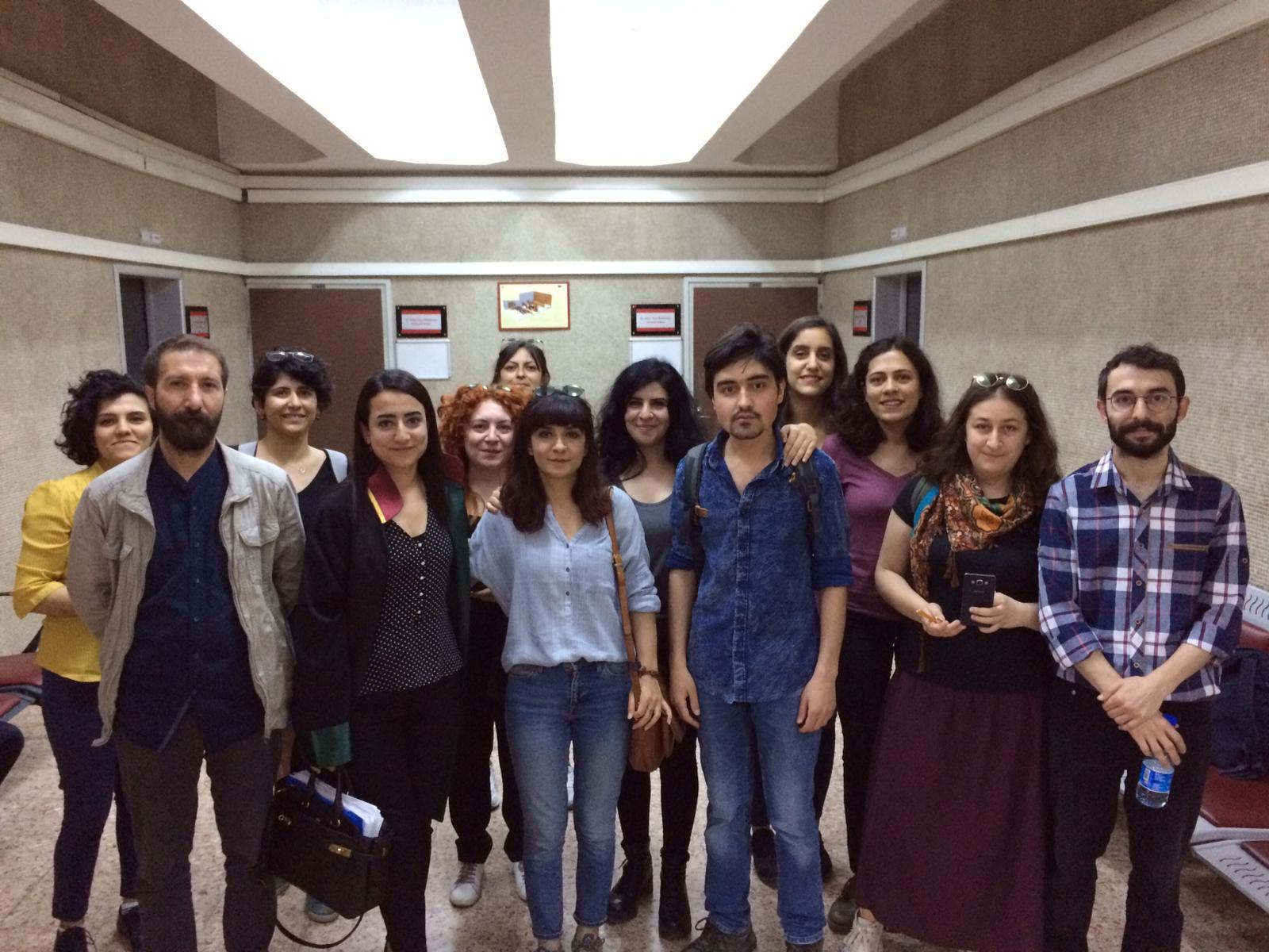 """Gazeteci Seda Taşkın """"örgüte yardım"""" suçundan beraat etti"""