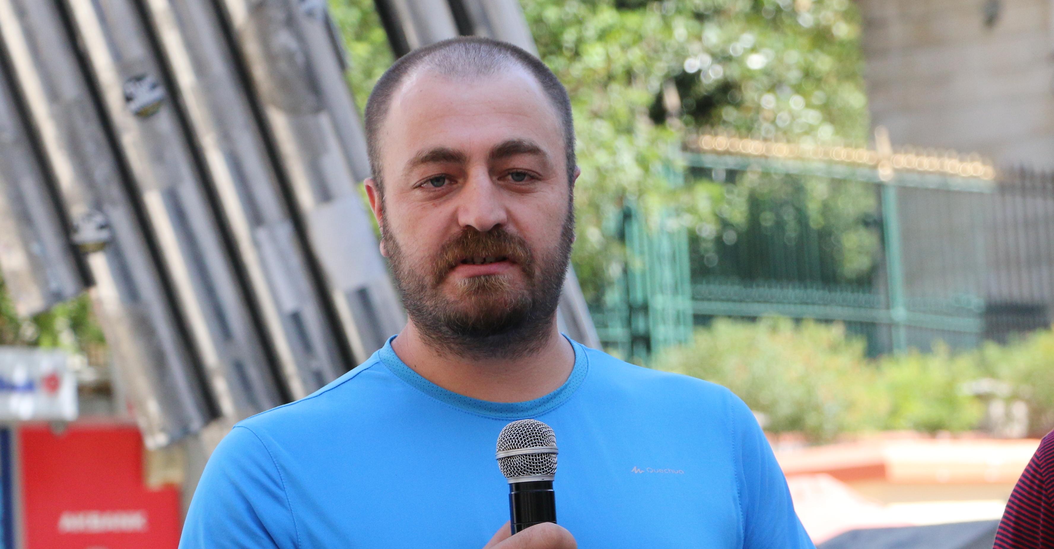 """Yasin Kobulan """"propaganda"""" suçlamasıyla hâkim karşısına çıktı"""