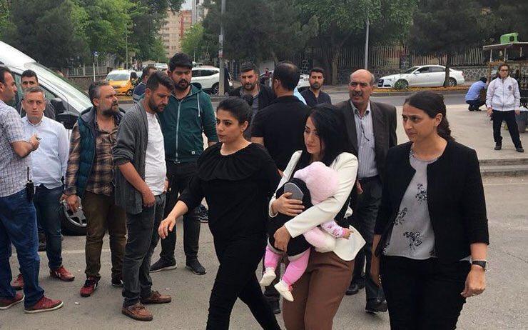 Öğretmen Ayşe Çelik bebeğiyle cezaevine girdi